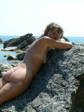 Alluring exgf reveals her stunning body on a beach