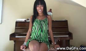 Piano pron where talented vixen hopes to be nailed