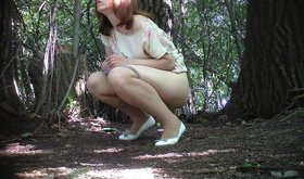 Brown-haired pantyhose-clad amateur peeing outdoors