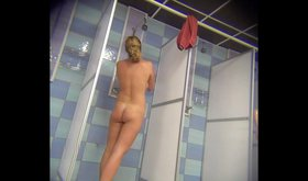 Blond-haired minx shows her gorgeous body to the viewer