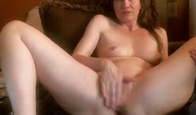 Pale-ass GILF masturbation shamelessly on camera