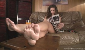 Dirty feet beauty showing off and looking hot as fuck in HD