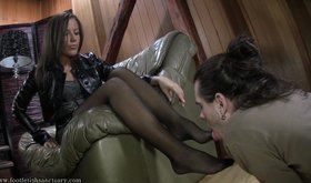 Chick in sexy pantyhose gets her feet worshipped on camera