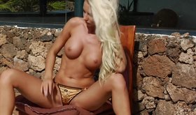 Nutty blonde is loosing her bikini and revealing sexy fake tits