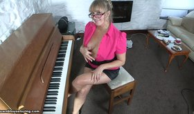 Mature piano player and her amateur seduction attempts